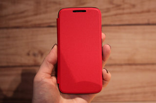 motorola moto g accessories hands on with the flip shell grip shell and earphones image 3