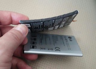LG G Flex curved battery pictured out of phone, it's certainly bendy