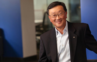 BlackBerry CEO puts focus on handsets, cross-platform messaging