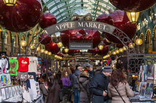 paypal and cards accepted in the famous covent garden market for christmas thanks to paypal here image 3
