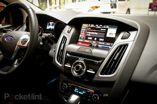 Car online radio with voice controls comes to Ford Sync with Radioplayer