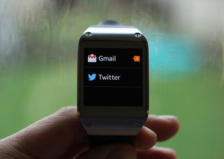 You can now read Gmail, Facebook and Twitter on your Samsung Galaxy Gear