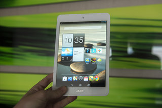 Acer Iconia A1-830 (2014) pictures and hands-on