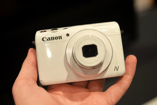 Hands-on: Canon PowerShot N100 goes whacky with front and rear cameras