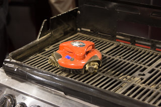 Grillbot: Yes there is even a robot to clean your BBQ (video)