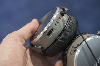 hands on audio technica sonicfuel ath ox7amp headphones include built in amp to save smartphone battery image 5