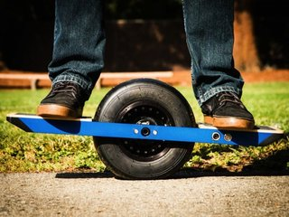 onewheel skateboard is the self propelled future of transport image 2