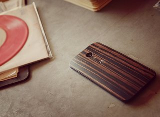Moto X wood back covers now available in Walnut, Teak, and Ebony via Moto Maker for $25 extra