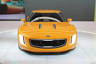kia gt4 stinger concept korean manufacturer shows off gt muscle image 2