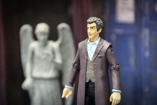 doctor who twelfth doctor peter capaldi action figure pictures and hands on image 6