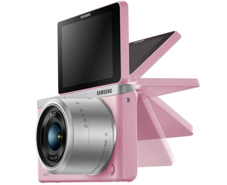 Samsung NX mini mirrorless camera leaks with ultra-thin build