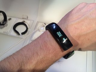 LG Lifeband Touch and Heart Rate Earphones to hit UK in April, company confirms