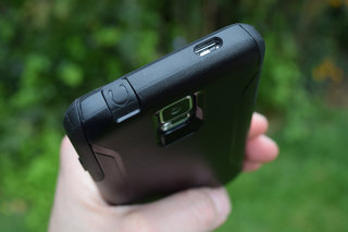 hands on otterbox commuter case for samsung galaxy s5 review image 7