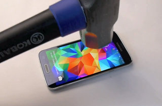 Hammer test proves Samsung Galaxy S5 can take a mauling, just don't attack the battery or it'll explode (video)