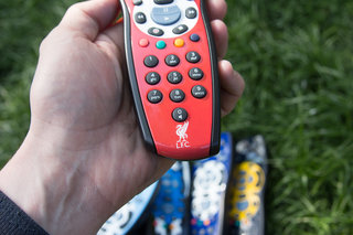 sky hd footy remotes pictures and hands on liverpool chelsea man city who will win the title  image 4