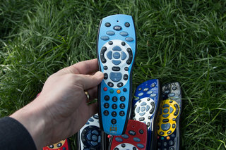 sky hd footy remotes pictures and hands on liverpool chelsea man city who will win the title  image 9