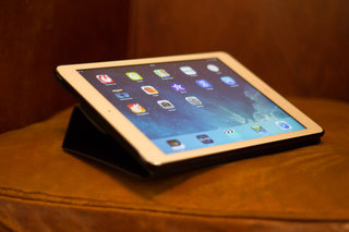 hands on logitech turnaround case for ipad air review image 2