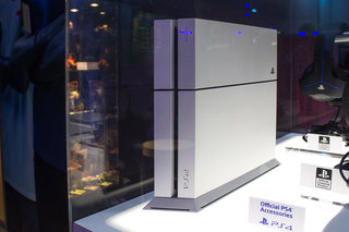Sony PlayStation 4 Glacier White in pictures