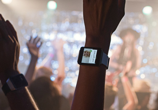 Android Wear launch eclipsed by bug that stops paid apps from installing