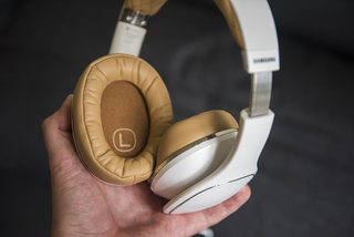 samsung level over headphones review image 8
