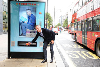get free walkers crisps for tweets from bus stop vending machines image 2