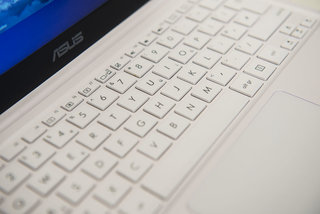 hands on asus eeebook x205 review image 6