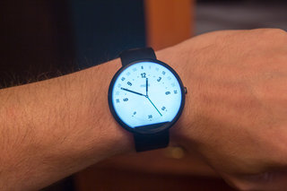 moto 360 hands on the big round smartwatch image 10