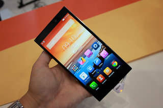 lenovo vibe z2 a premium looking powerful phablet hands on  image 2