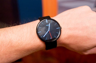 Moto 360 smartwatch coming to UK early October, £199