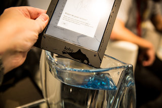 kobo aura h2o ebook reader survives our water test perfect for the bath image 3
