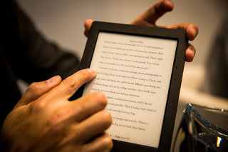 kobo aura h2o ebook reader survives our water test perfect for the bath image 9