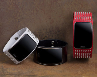 Diesel Black Gold bands for Samsung Gear S make it look even more like a dog collar