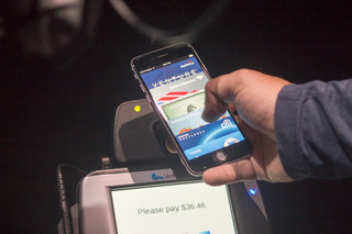 apple pay hands on shopping with your iphone image 2