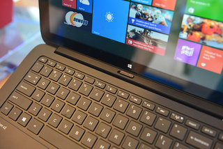 hands on hp pavilion x2 2 in 1 pushes screen gloss to excess image 3