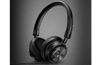 Philips Fidelio M2L headphones connect to iPhone and iPad via Lightning connector for 24-bit DAC sound