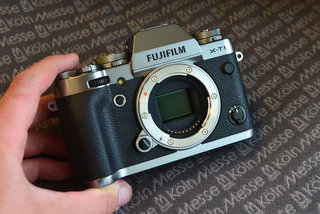 fujifilm x t1 graphite silver edition matte finish somehow looks flat and plasticky hands on  image 2