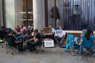 london iphone 6 queue is oh so british we re queueing at nike next image 10