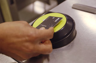 Over 375,000 passengers use contactless payments on London Tube in a week