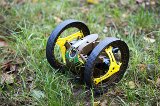 Parrot Jumping Sumo review