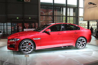 jaguar xe exciting enough to challenge bmw hands on  image 5
