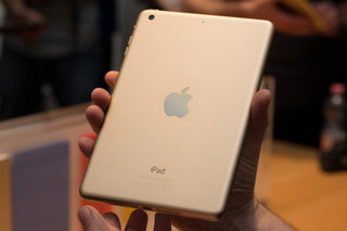 apple ipad mini 3 adds touch id but makes the old model more appealing hands on  image 8