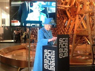 The Queen enters the Twitter age, sends her first tweet from London's Science Museum