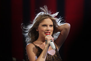 Taylor Swift only got $2 million from Spotify last year, record label denies claims it would make $6 million in 2015