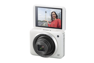Canon PowerShot N2 adds selfie screen fun, but is it hip to be square?