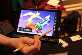 hands on lenovo yoga 3 11 inch and yoga tablet 2 8 inch with scratch resistant anypen technology  image 10