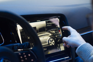 vw golf r touch hands on forget knobs vw sees gestures and touchscreen as the future image 7