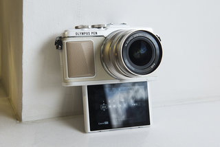 Olympus Pen E-PL7 review: Stylish system camera