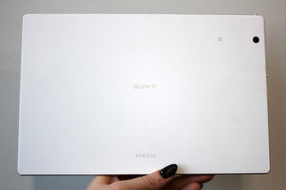 sony xperia z4 tablet hands on slimmer lighter and sexier image 3