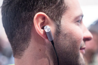 huawei talkband n1 hands on this wireless headset tracks activity plays music and accepts calls image 2