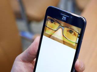 want to unlock your smartphone with your eyes the zte grand s3 s retina scanning tech can do just that hands on  image 11